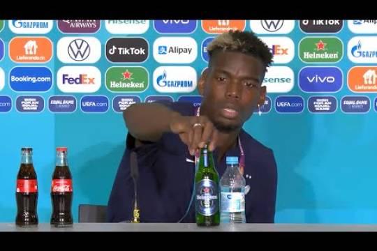 Поль Погба последовал примеру Роналду с Coca-Cola и убрал со стола бутылку Heineken