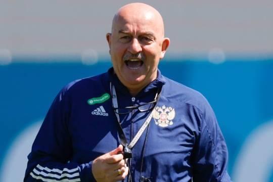 РФС и Черчесов обсудят условия отставки специалиста с поста главного тренера сборной