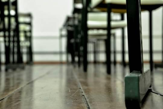 Российского школьника выставили из класса с партой за кашель