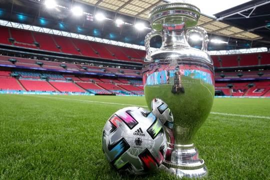 Сегодня болельщики смотрят финал чемпионата Европы по футболу – матч Италия – Англия