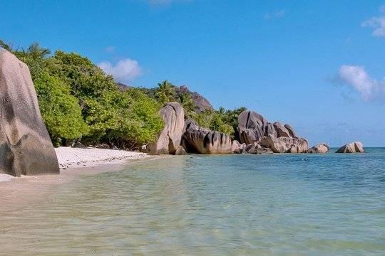 Сейшельские острова откроют границы для привитых от COVID-19 туристов