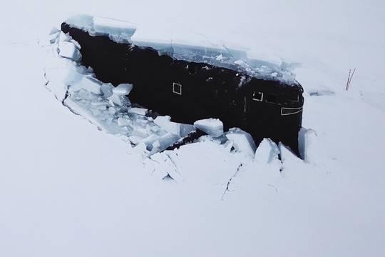 Три атомные подлодки ВМФ России одновременно пробили лёд в Арктике
