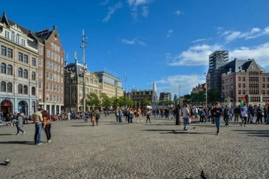 В Нидерландах задержали около 150 участников антикарантинных протестов