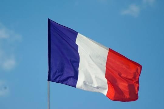 В Париже начались протесты против санитарных пропусков