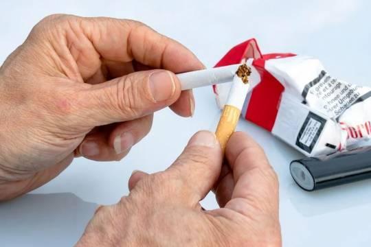 В России захотели запретить продавать алкоголь и сигареты покупателям с детьми