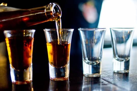 В России захотели сократить продажи алкоголя в два раза
