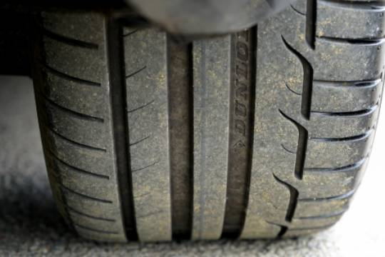 Водителям напомнили об опасности парковки в лужах ранней весной
