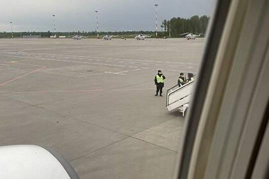 Экс‑главу «Открытой России» Андрея Пивоварова сняли с рейса и задержали в Пулково