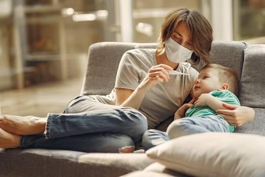 Эксперты назвали симптомы «британского» штамма коронавируса у детей