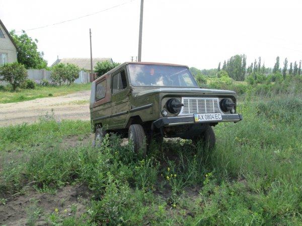 «Еще бы квадратные колеса сюда поставили»: В сети удивились тюнингу ЛуАЗ-969