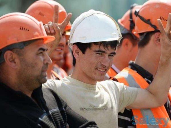 А россияне будут сосать лапу: власти РФ предложили выплачивать мигрантам пособие по безработице