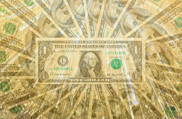 «Нужно срочно закупаться баксами»: Почему стоит покупать доллар даже по 80 рублей рассказали банкиры