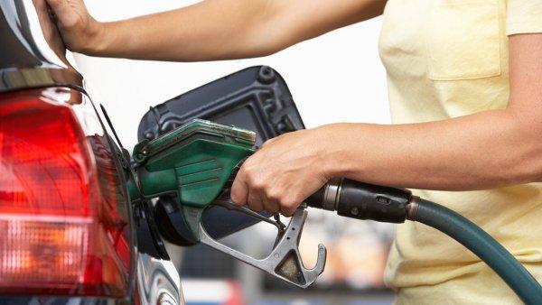 Лицемерие и двуличие властей? Водителей возмущает ситуация с бензином на фоне «падения» нефти