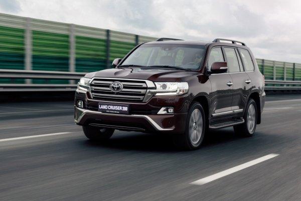 Нефть дешевеет, бензин дорожает: Владельцам Toyota Land Cruiser придется раскошелиться еще больше?