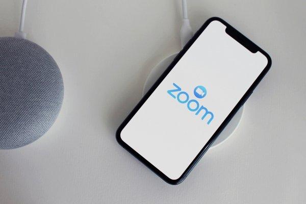 Zoom начинает отключать пользователей ради безопасной версии ПО