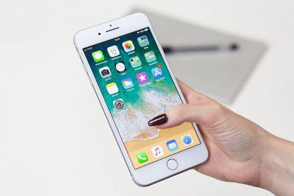 Эксперт рассказал, как реанимировать утонувший смартфон