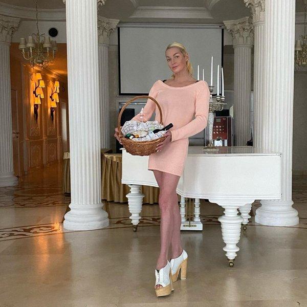 Волочкова рассказала, что отец ее дочери забрал у нее 3 миллиона долларов