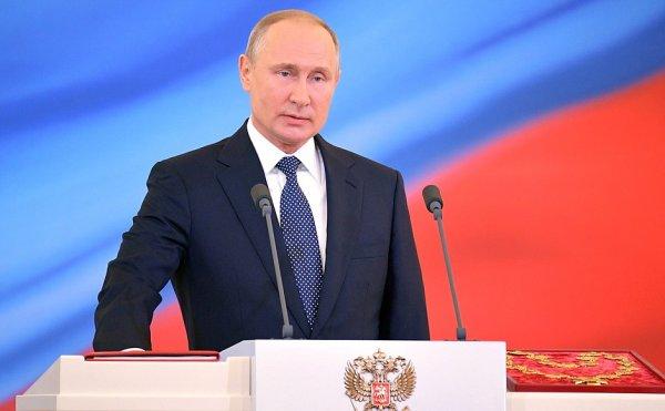 Путин поручил правительству помочь с восстановлением легкой промышленности