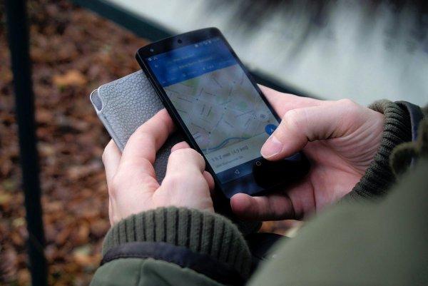 Российский эксперт посоветовал отключать геолокацию на смартфоне