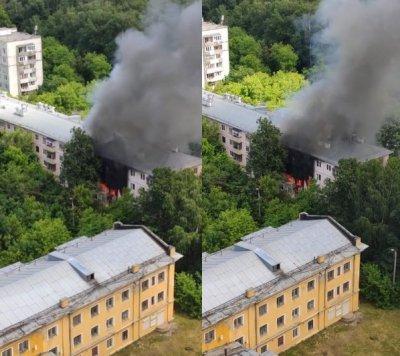 В Москве на улице Проходчиков горит жилой дом