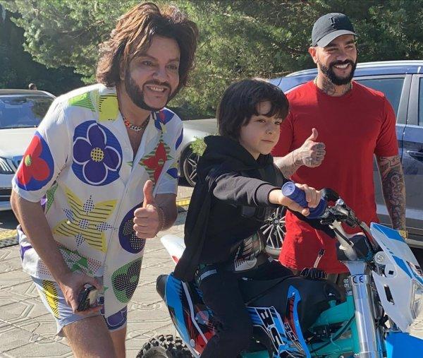Тимати подарил 8-летнему сыну Филиппа Киркорова люксовый мотоцикл