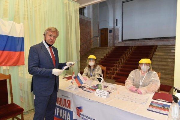 Пушков назвал Зеленского слабым из-за застоя в уголовном деле Порошенко