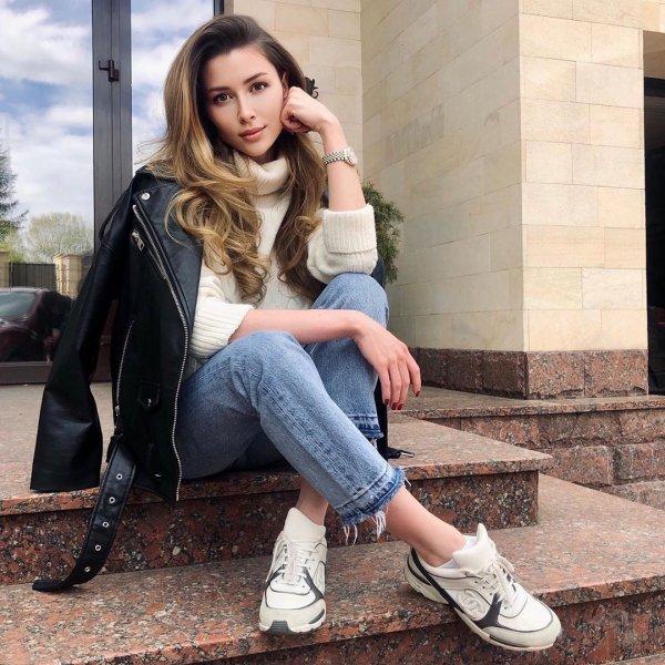 Анна Заворотнюк заявила, что не будет комментировать положение ее матери