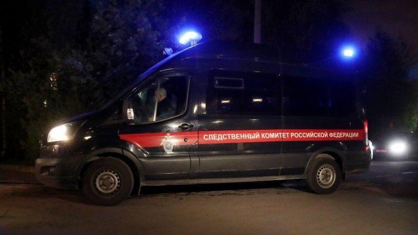 В доме задержанного подозреваемого в убийстве семьи из трех человек работают следователи