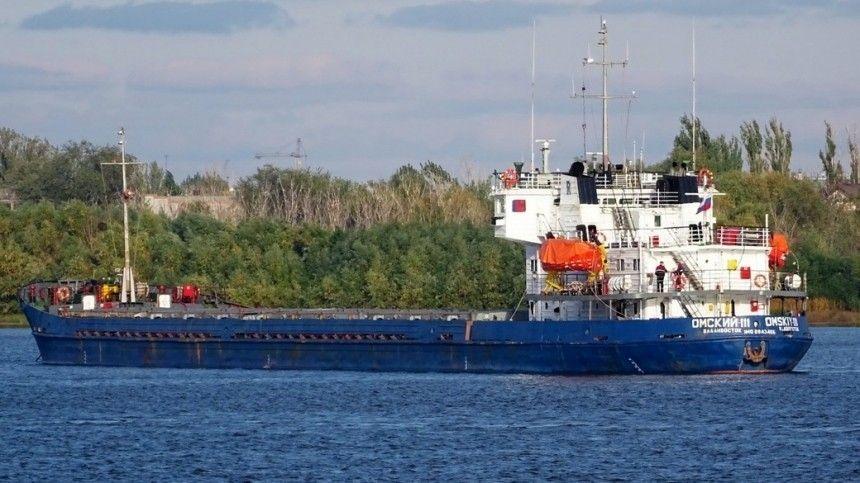 Движение на Волго-Каспийском канале остановил севший на мель теплоход