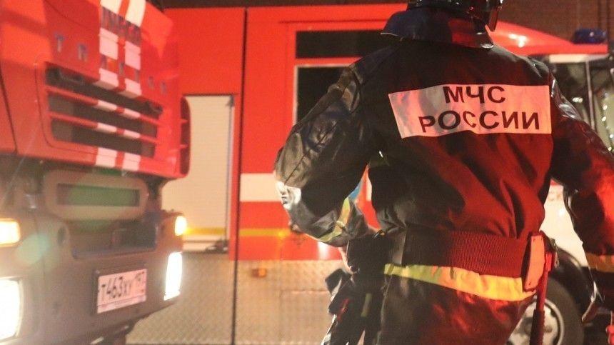 Видео пожара, охватившего высотку на Котельнической набережной в Москве