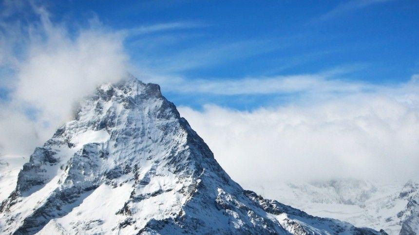 Остановилось дыхание: Российские туристы реанимировали альпинистку на Эльбрусе