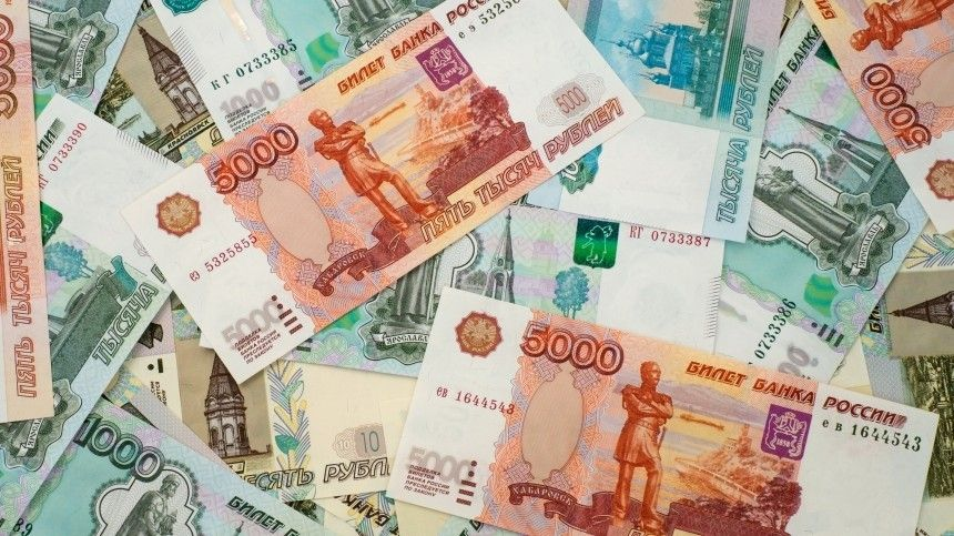 Почему россияне массово забирают деньги из банков