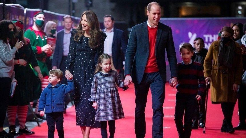 Кейт Миддлтон и принц Уильям впервые показались на публике с тремя детьми