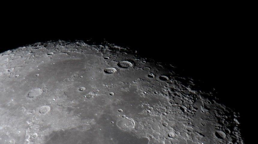 Китайский зонд «Чанъэ-5» с лунными образцами вернулся на Землю