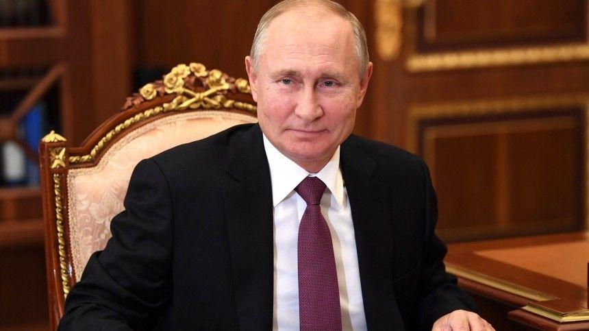 Песков заявил, что Путин сам расскажет, когда сделает прививку от COVID-19