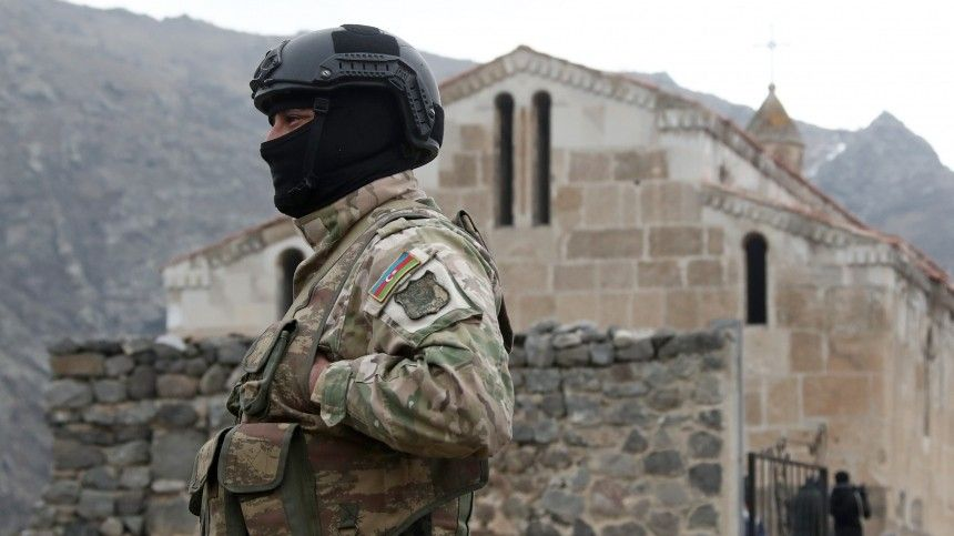 Макрон на армянском призвал Баку вывести войска с территории Армении