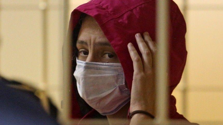 «Будет ночевать дома»: Семья адвоката вдовы расчлененного Картрайта оформила опеку над ее сыном — видео