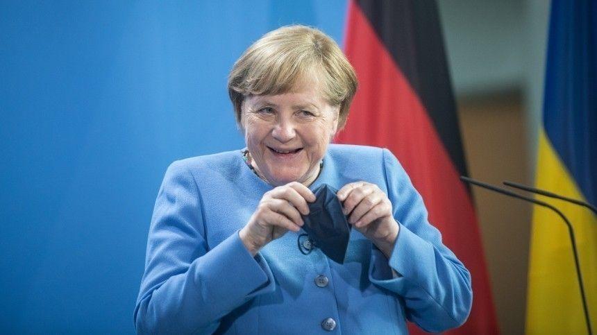 Меркель высказалась против обязательной вакцинации от коронавируса