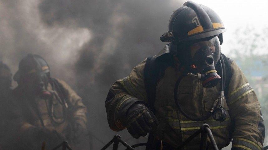 Жилой дом загорелся рядом с Московским вокзалом в Петербурге — есть погибший