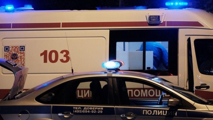 Mersedes протаранил здание Театра имени Вахтангова в Москве — видео аварии