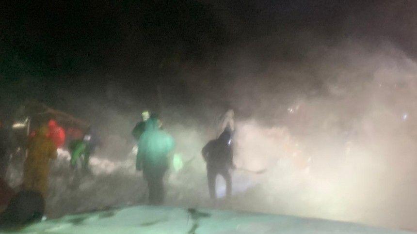 Пять человек спасли после схода лавины под Красноярском