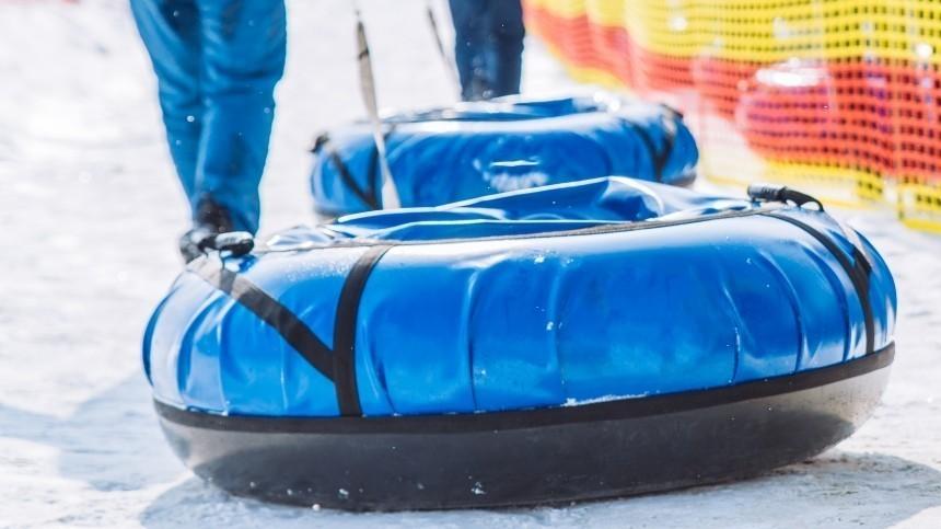 Мужчина погиб и трое человек пострадали при катании на «ватрушках» в Петербурге