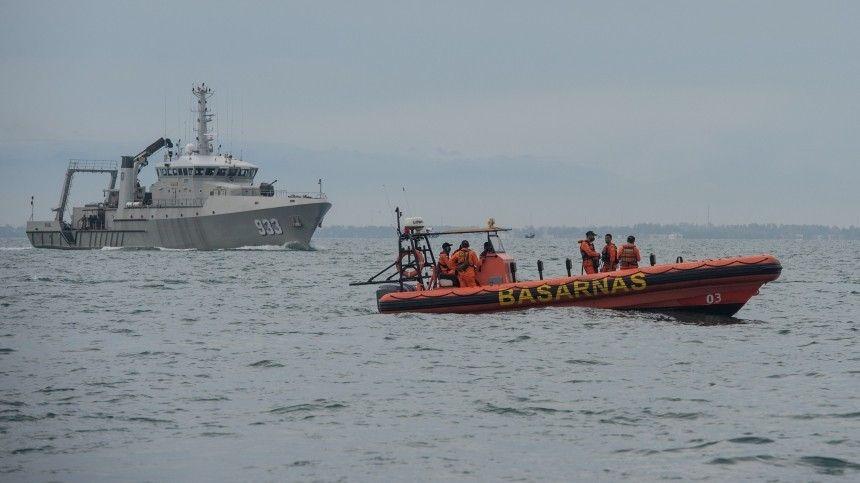 Обломки повсюду: видео с места крушения индонезийского Boeing в Яванском море