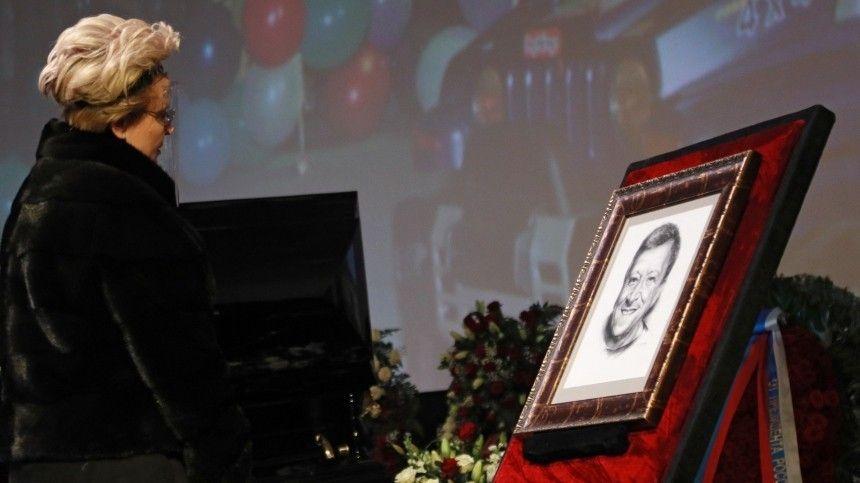 Первые кадры с места прощания с основателем «Ералаша» Борисом Грачевским