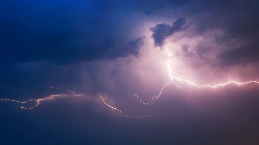 Синяя струя и эльф: с МКС показали редкие молнии — видео