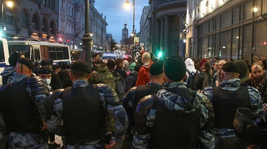 В Госдуме предложили сажать на пять лет за вовлечение детей в митинги