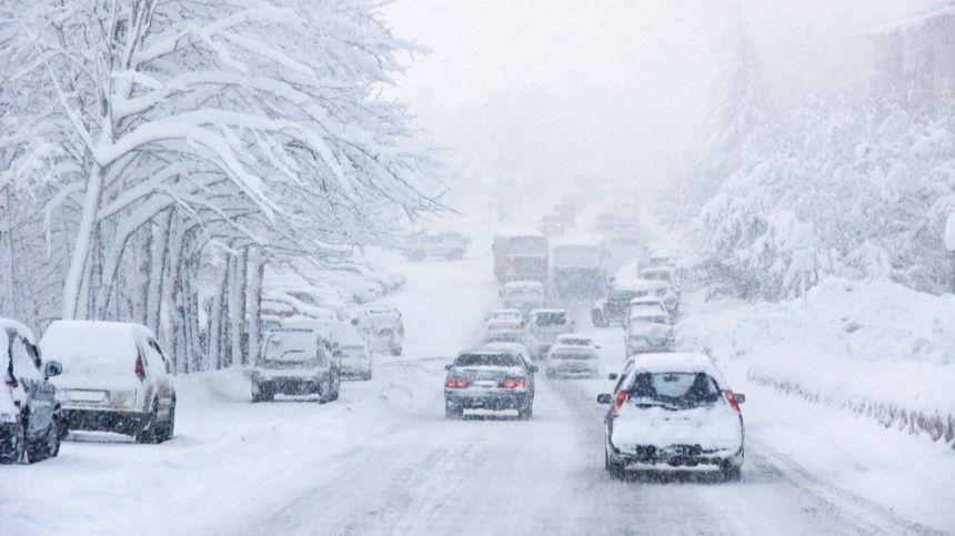 Морозы, отмена рейсов и заледеневшие дороги: регионы России настигла непогода