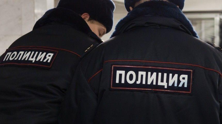 Видео: угрожавшего взорвать магазин мужчину задержала полиция в Москве