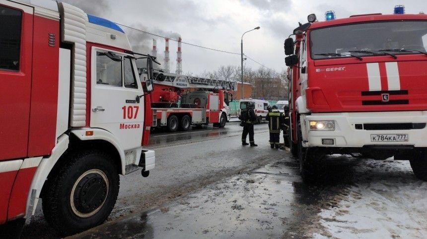 Тушат три вертолета. Мощнейший пожар на северо-западе Москвы сняли с коптера