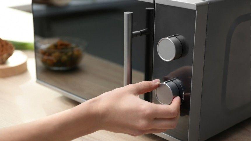 Как правильно использовать и чистить микроволновку?